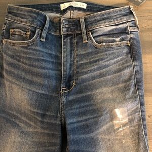 Abercrombie and Fitch NWT women 2 regular jeans